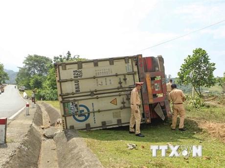 Điện Biên: Lật xe container tại dốc Nà Lơi trên Quốc lộ 279 | Giao thông | Vietnam+ (VietnamPlus)