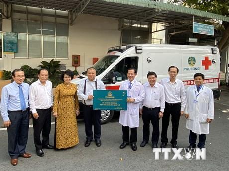 Tặng thiết bị y tế chống COVID-19 cho Bệnh viện Nhân dân 115