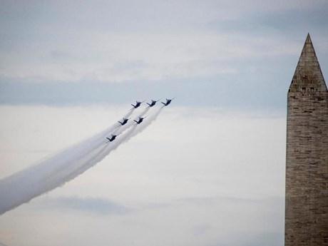 Mỹ diễu hành bằng máy bay chào mừng ngày Quốc khánh