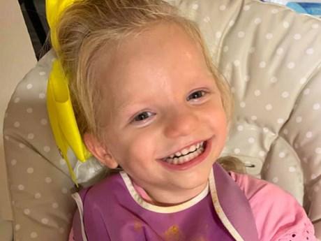 Chuyện cô bé dù đau đớn vẫn cười tươi vì mắc ''hội chứng thiên thần''