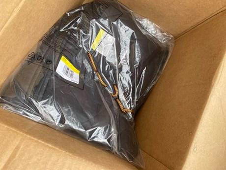 Khách sốc vì nhận gói hàng từ Nike với hàng chục con sâu bên trong