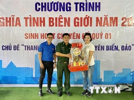Tuổi trẻ TTXVN khu vực phía Nam mang Xuân đến nơi biên giới, hải đảo