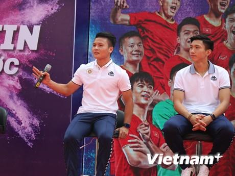 Đoàn Văn Hậu và dàn sao Hà Nội FC so tài cùng các học sinh   Bóng đá   Vietnam+ (VietnamPlus)
