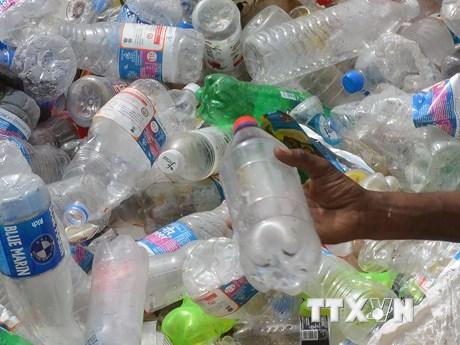 Chặng đường dài tìm 'ứng cử viên' sáng giá thay thế chai nhựa | Môi trường | Vietnam+ (VietnamPlus)