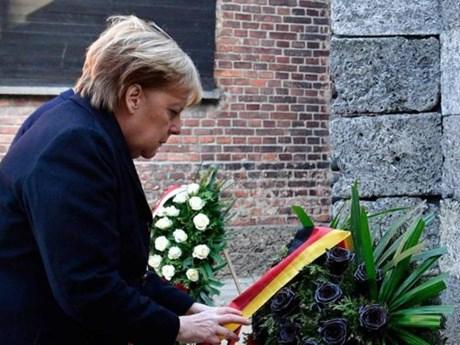 Thủ tướng Đức Angela Merkel lần đầu thăm trại tập trung Auschwitz | Châu Âu | Vietnam+ (VietnamPlus)