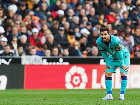 Thua Valencia, Barcelona có nguy cơ mất ngôi đầu vào tay Real Madrid