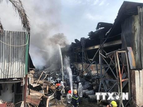 Khẩn trương làm rõ nguyên nhân vụ cháy kho hóa chất tại Hà Nội | Xã hội | Vietnam+ (VietnamPlus)
