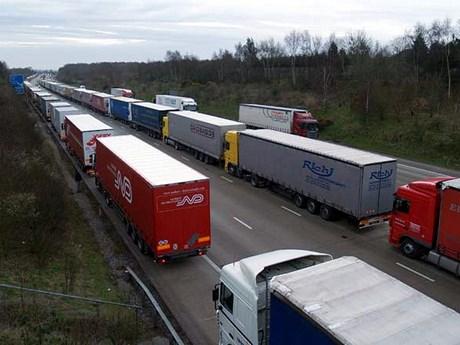 Pháp: Cảng Calais đóng cửa do công nhân biểu tình đòi tăng lương