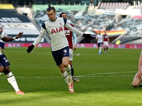 Premier League: Arsenal và Tottenham thắng đậm, Chelsea-M.U chia điểm