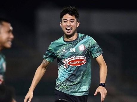 Lee Nguyễn cùng đồng đội khởi động trước trận 'đại chiến' với Hà Nội