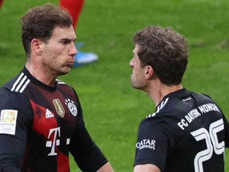 FC Bayern tiến bước dài tới ngôi vương Bundesliga thứ 9 liên tiếp