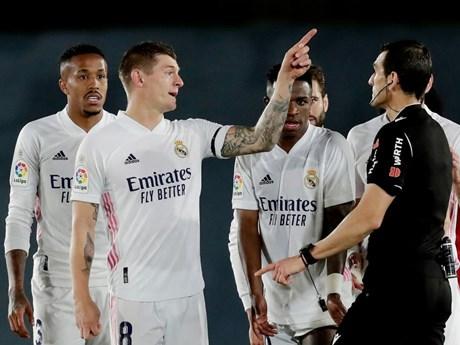Thoát thua phút bù giờ, Real Madrid bỏ lỡ cơ hội leo lên ngôi đầu