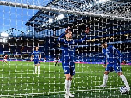 Chelsea khiến cuộc đua tốp 4 Premier League trở nên kịch tính hơn