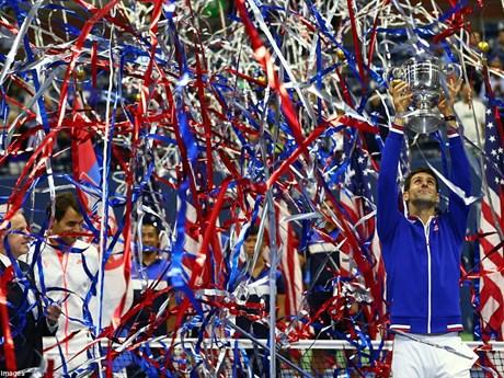 [Photo] Djokovic ngất ngây với chiếc cúp vô địch US Open 2015