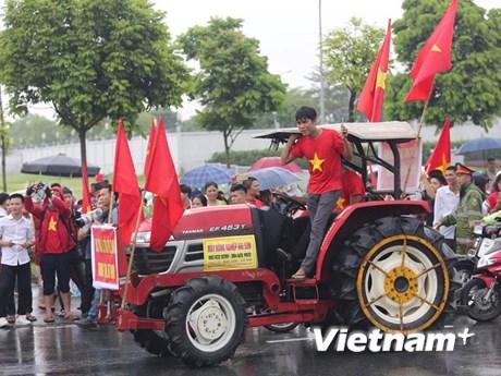 Máy cày đi đón đoàn thể thao Việt Nam tham dự ASIAD về nước