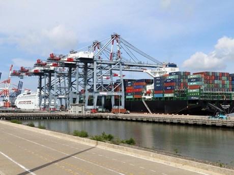 Cảng biển Việt Nam ''''đội sổ'''' khu vực về mức giá dịch vụ bốc xếp
