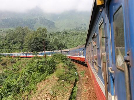 Ngành đường sắt giảm giá vé tàu khách đến các tỉnh miền Trung