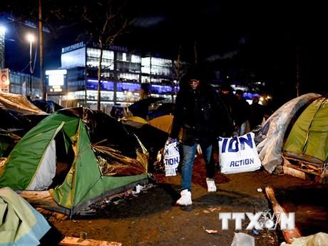 Pháp giải tỏa khu lều trại của người di cư cuối cùng ở phía Bắc Paris