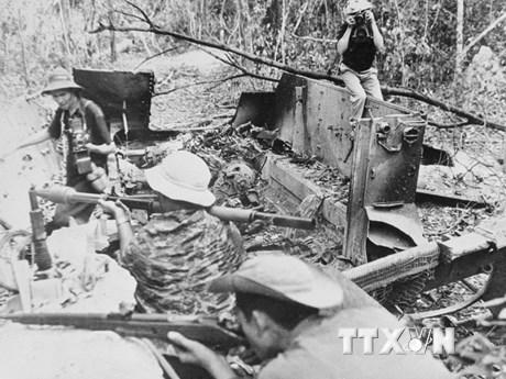 Ký ức hào hùng thời ''tay bút, tay súng'' của phóng viên Thông tấn   Truyền thông   Vietnam+ (VietnamPlus)