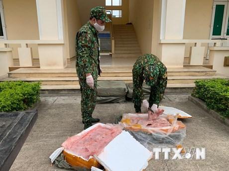 Lạng Sơn: Liên tiếp thu giữ nhiều gà giống và nầm lợn nhập lậu