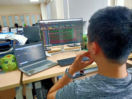 Chứng khoán sáng 24/8: Cổ phiếu lớn nhỏ đua nhau tăng giá