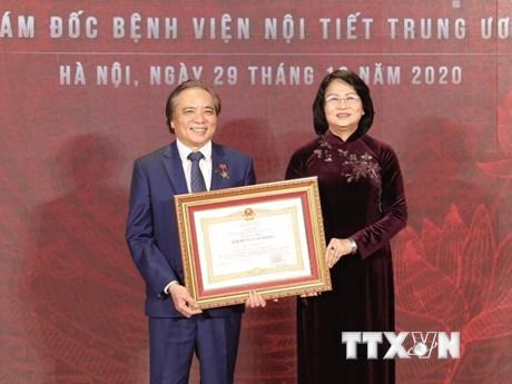 Giám đốc Bệnh viện Nội tiết TW Trần Ngọc Lương được tôn vinh Anh hùng