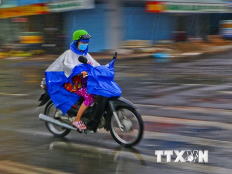 Mưa dông diện rộng ở vùng núi Bắc Bộ, Hà Nội mưa nhỏ rải rác