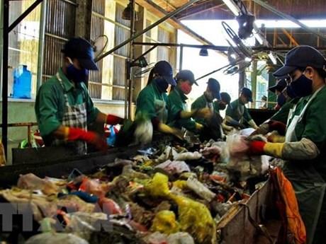 Kiên trì thực hiện mô hình 3R để giảm thiểu rác thải ở Việt Nam | Môi trường | Vietnam+ (VietnamPlus)