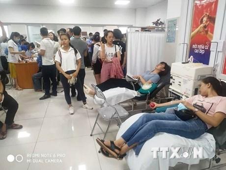 Tai nạn giao thông nghiêm trọng ở Quảng Bình: Tình người trong đại nạn | Giao thông | Vietnam+ (VietnamPlus)