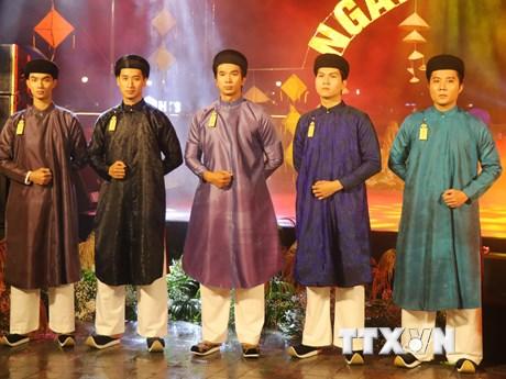 Tôn vinh giá trị văn hóa Việt: Đưa áo dài ngũ thân về bản sắc vốn có