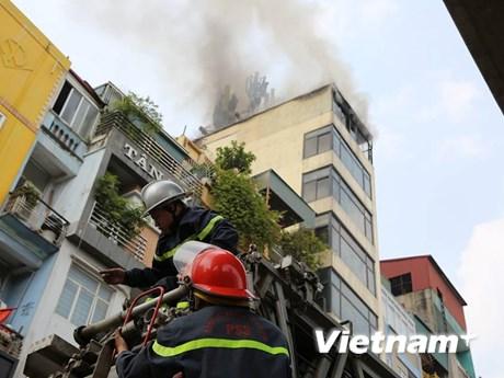 [Photo] Toàn cảnh hiện trường đám cháy quán karaoke ở Hào Nam