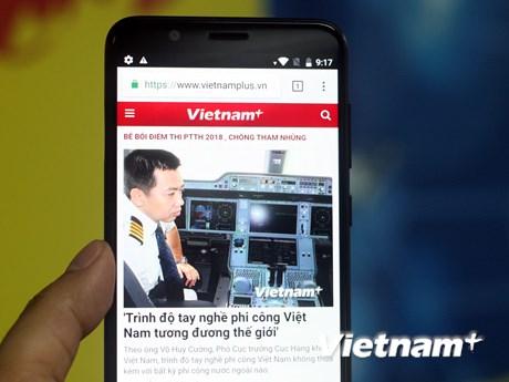 [Photo] Soi chiếc smartphone pin 'khủng,' camera kép của Asus