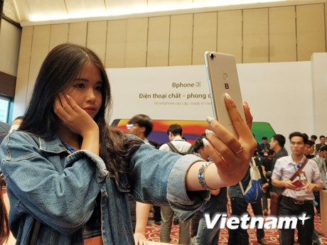 [Photo] Bphone 3 trình làng với camera AI, giá từ 6,99 triệu đồng