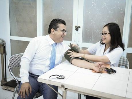 [Photo] Đại sứ và sinh viên Palestine tại Việt Nam hiến máu cứu người