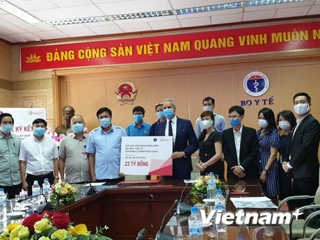 Hỗ trợ tài chính cho nhân viên y tế tuyến đầu chống dịch COVID-19