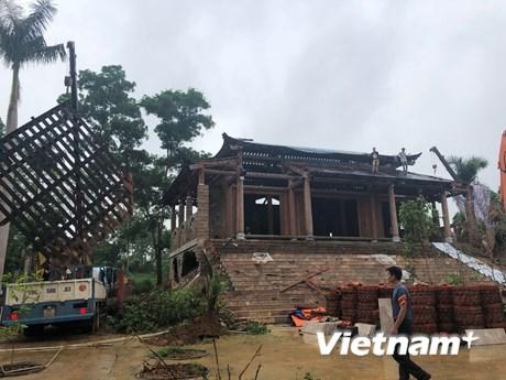 """[Photo] Huy động 500 người phá dỡ """"cung điện"""" xây trái phép tại Ba Vì"""