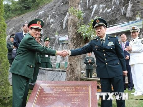 Bộ trưởng Quốc phòng Việt Nam và Trung Quốc thăm Khu di tích Pác Bó