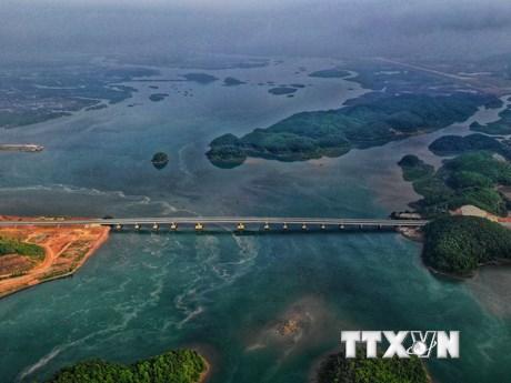 Cuối tháng 12 thông xe tuyến đường cao tốc Hạ Long-Vân Đồn