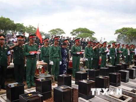 Truy điệu, an táng 23 hài cốt liệt sỹ Việt Nam hy sinh tại Campuchia | Xã hội | Vietnam+ (VietnamPlus)
