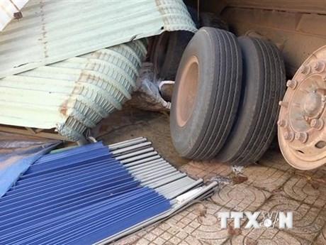Bình Phước: Xe container mất lái tông liên tiếp vào bốn nhà dân