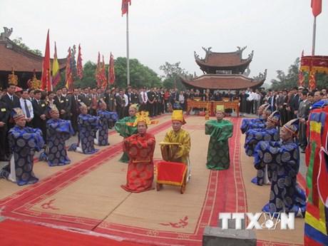Đoàn đại biểu kiều bào về nước dự lễ Giỗ Tổ Hùng Vương