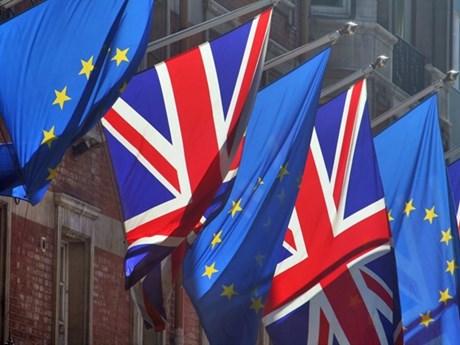 Vương quốc Anh và EU bất đồng về vấn đề quy chế ngoại giao