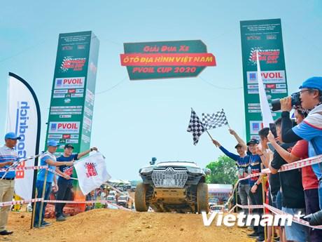 ''Nín thở'' với những màn đua xe địa hình gay cấn của người chơi Việt