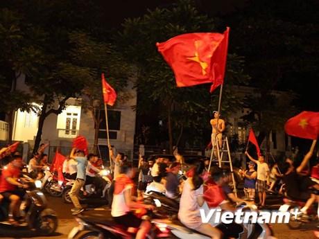 Hồ Gươm 'nóng rực' sau chiến thắng lịch sử của U23 Việt Nam
