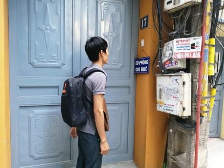 Tân sinh viên ''đỏ mắt'' tìm phòng trọ trước năm học mới