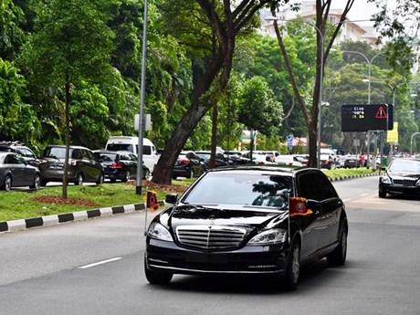 """Cận cảnh đoàn xe """"khủng"""" chở ông Kim Jong-un trên đường phố Singapore"""