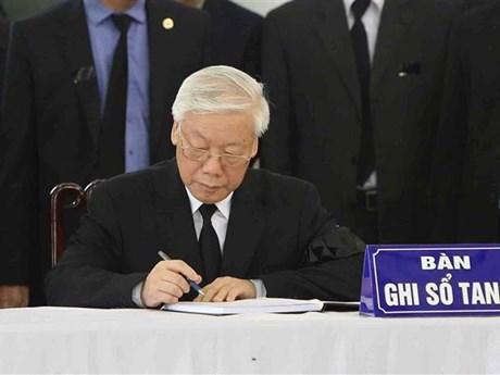 Các lãnh đạo ghi sổ tang tưởng nhớ Chủ tịch nước Trần Đại Quang