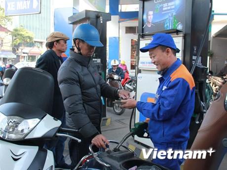 Đồng loạt giảm, giá xăng RON95-III xuống còn 20.795 đồng mỗi lít   Kinh doanh   Vietnam+ (VietnamPlus)