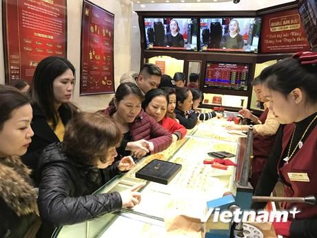 Vàng SJC tiếp tục tăng và chạm ngưỡng 41,55 triệu đồng mỗi lượng    Kinh doanh   Vietnam+ (VietnamPlus)