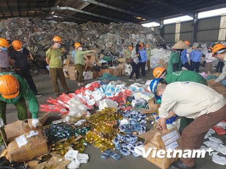 Quản lý thị trường Hà Nội tiêu hủy 18 tấn hàng giả và kém chất lượng